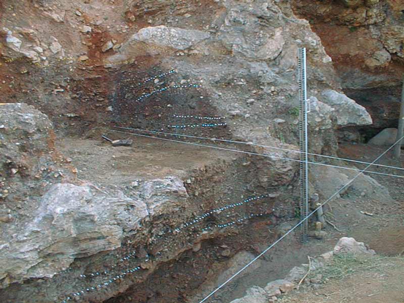 La sólida estratigrafía del Abrigo 3 del Complejo Humo en La Araña (Málaga, España)